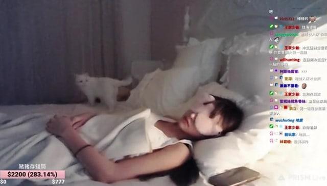 Wanita Ini Berhasil Raup Rp 42 Juta dari Live Streaming Tidur (1)