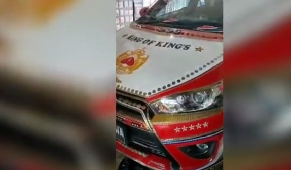 Viral! Mobil Pak Haji Berlapis Emas dan Berlian Senilai Rp40 Miliar : Okezone Nasional