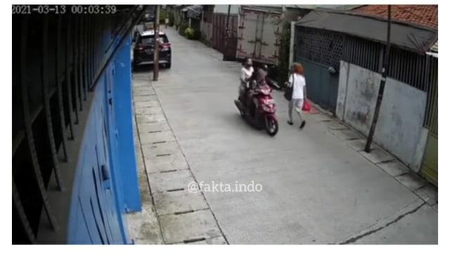 Viral Pria Ini Nekat Ajak Istri dan Anak Menjambret di Jalan