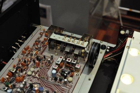 DSC6064 Sansui TU-717 AM/FM Stereo Tuner Service & Alignment