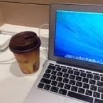 そんなに今日は寒くないが、マクドナルドで作業という名目のホットシェアです。