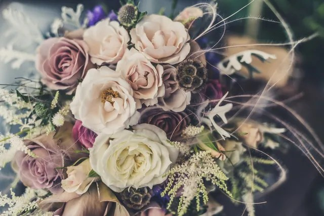10 Stunning Ideas For Rustic Flowers To Accent A Country Themed Wedding
