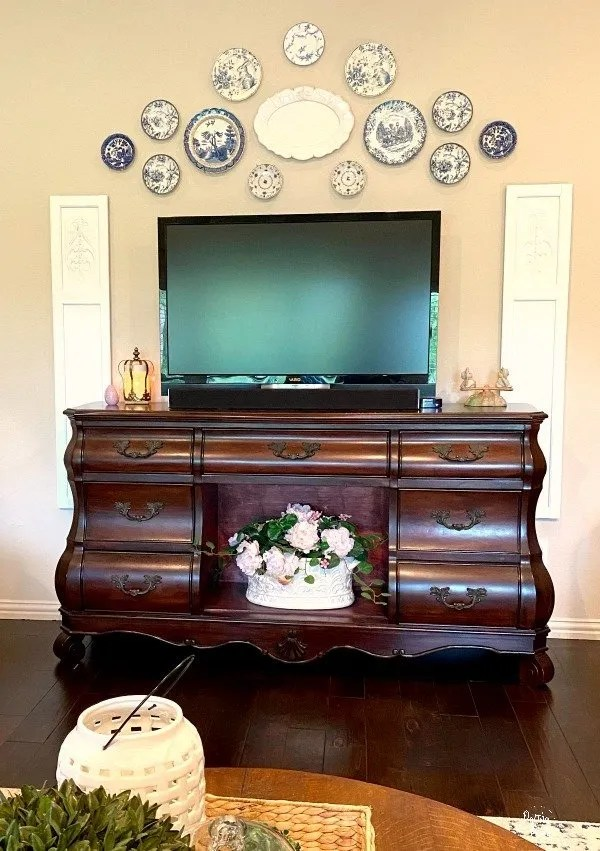 blue and white plates, tv, shutters and tv