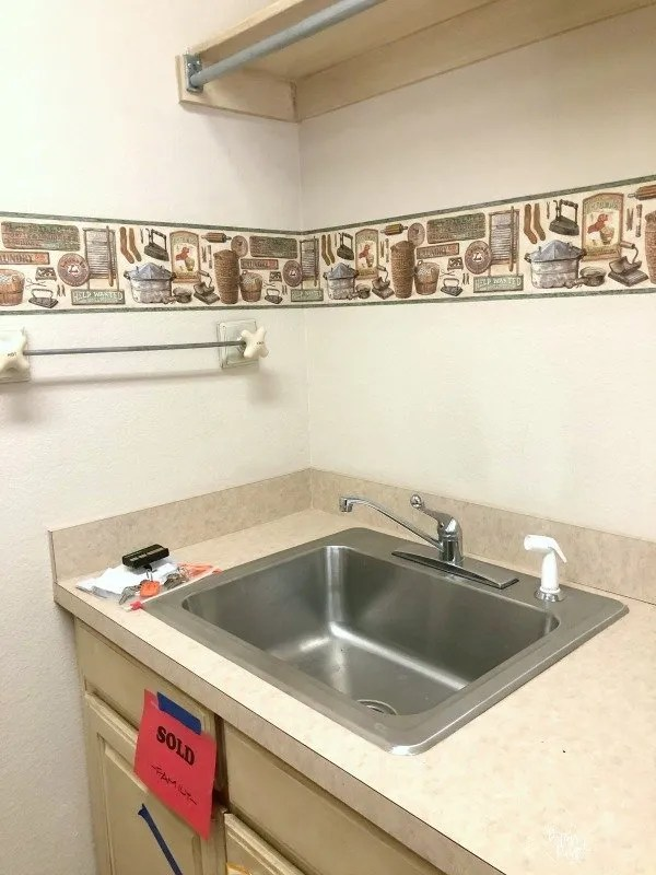 sink, border wall paper