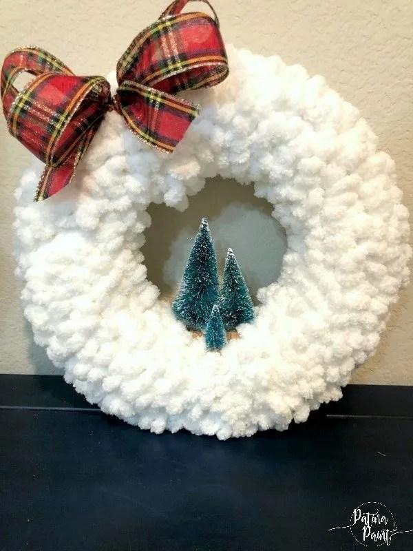 Loop yarn wreath