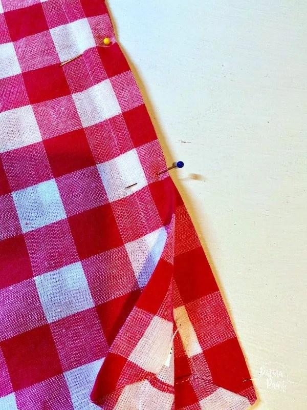 2 napkins, pins