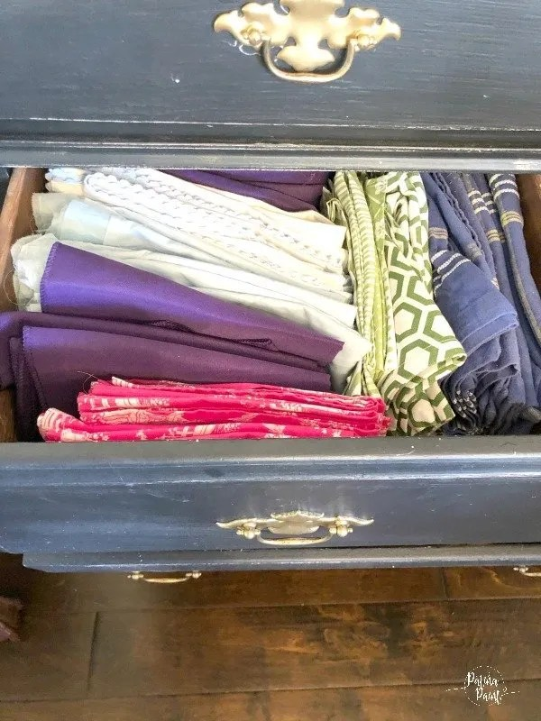 drawer 2 cloth napkins