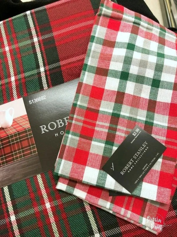 plaid napkins and table cloth