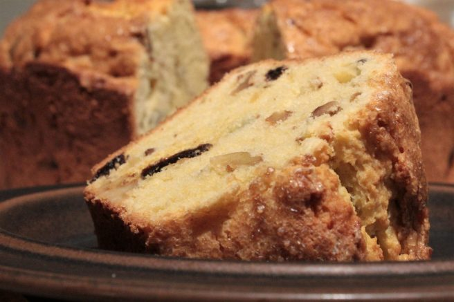 Raisin walnut cake1
