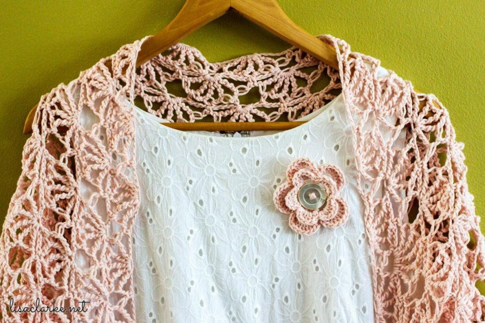 Flower pin with shawl