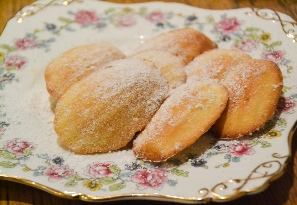 Lisa Bakes: Lemon Madeleines