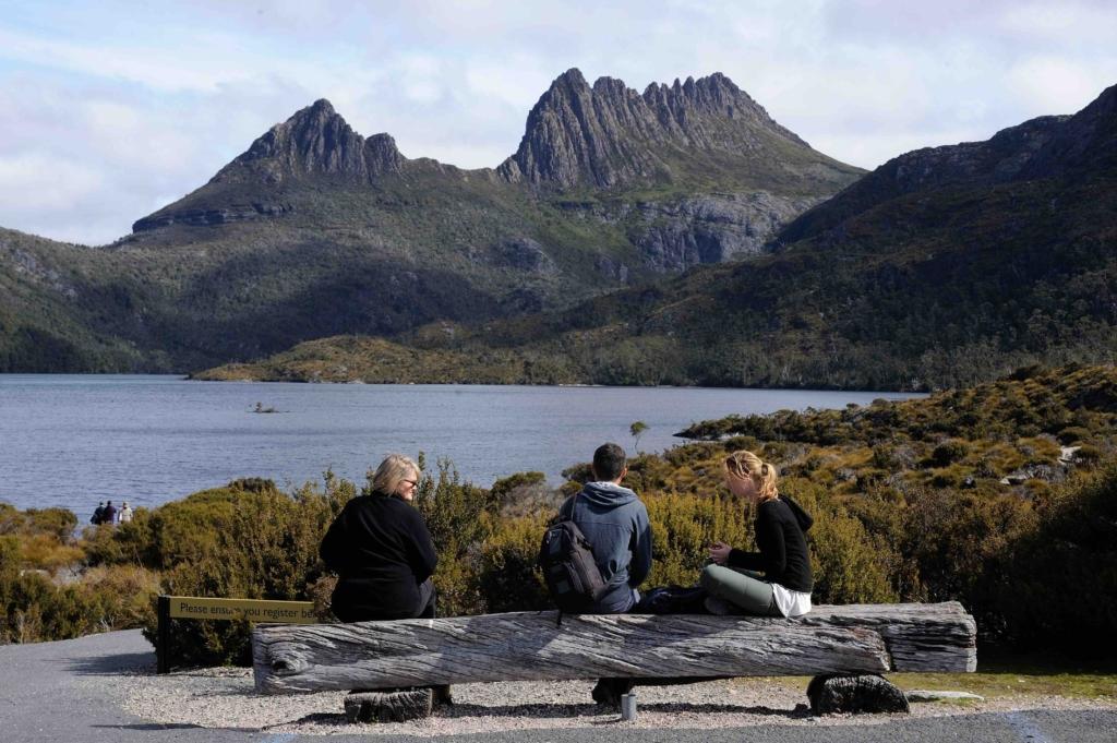 Hiking in Cradle Mountain Tasmania