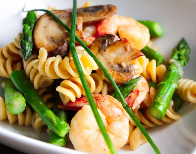 Pasta with Cremini Mushrooms, Shrimp and Asparagus