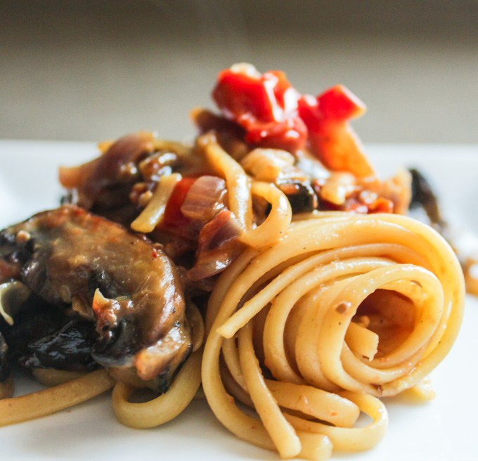 Linguine with Creamy Roasted Tomatoes and Cremini Mushrooms