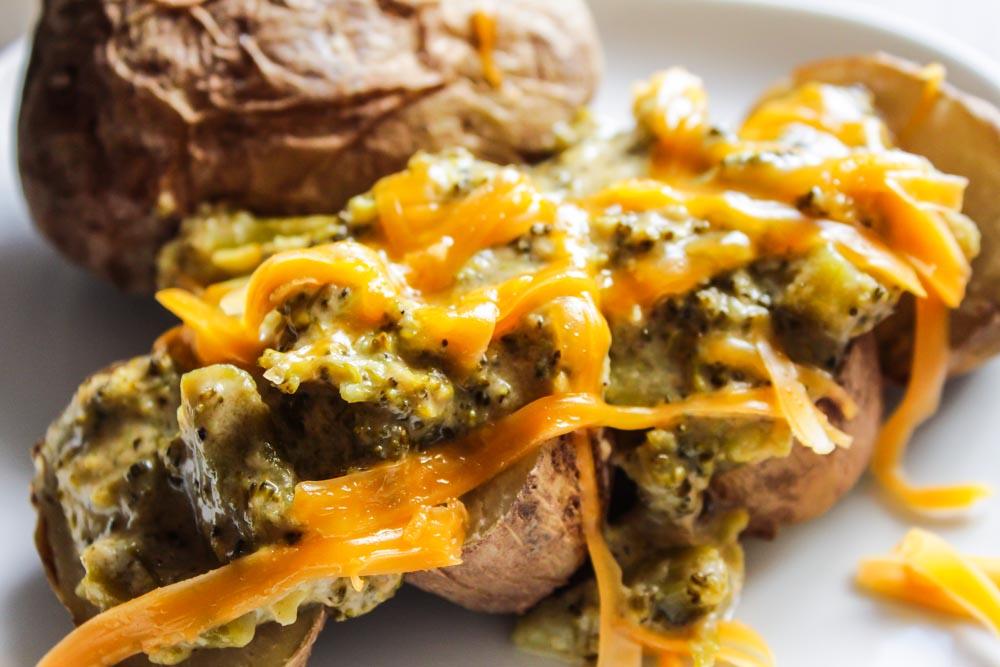 healthy broccoli and cheddar potatoes