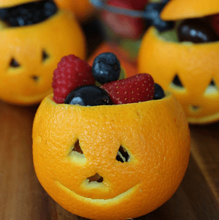 Clean Eating, Meal Planning, 21 Day Fix, Healthy Halloween Snacks, Healthy Halloween, Halloween Snacks, Halloween Party Ideas, Successfully Fit, Lisa Decker, Jack-O-Lantern Fruit Cups