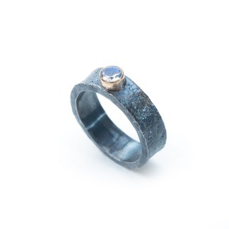 Alternative engagement ring   Lisa Rothwell-Young