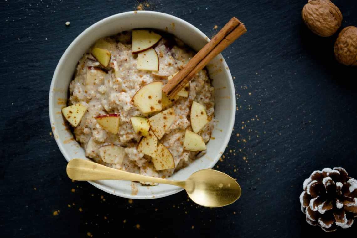 Fitness Rezept - Bratapfel Protein Porridge mit Proteinpulver ohne Zucker und ohne Milch