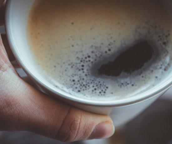 5 Tipps, wie du dich an schwarzen Kaffee gewöhnen kannst. Kaffee trinken ohne Zucker und Milch.