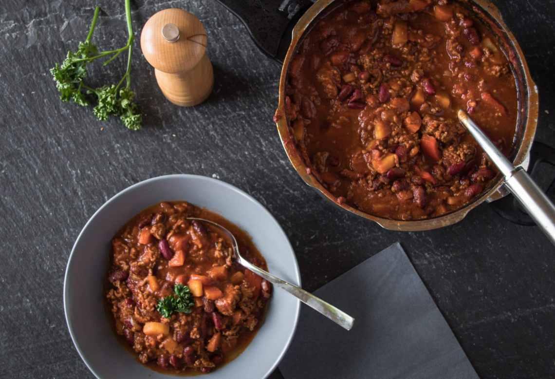 Chili con Carne eignet sich ideal zum Vorkochen gesunder Gerichte. Essen zum Mitnehmen.
