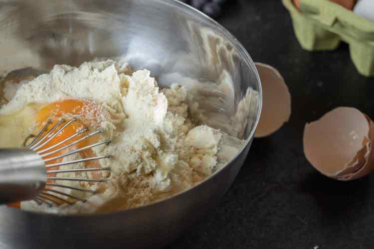 Die Zubereitung eines gesunden Käsekuchens Blueberry Cheesecake