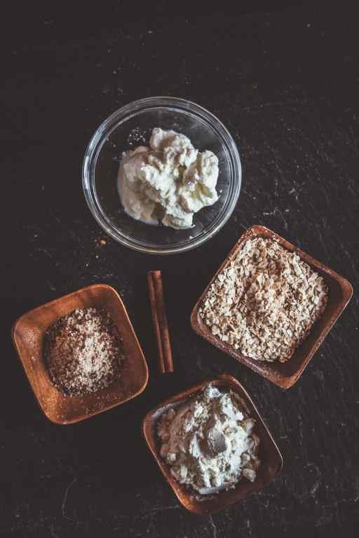 Zutaten für ein leckeres, gesundes Zimtschnecken Protein Porridge
