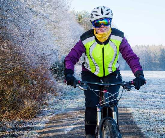 Radfahren im Winter perfekte Kleidung Ausrüstung Gonso