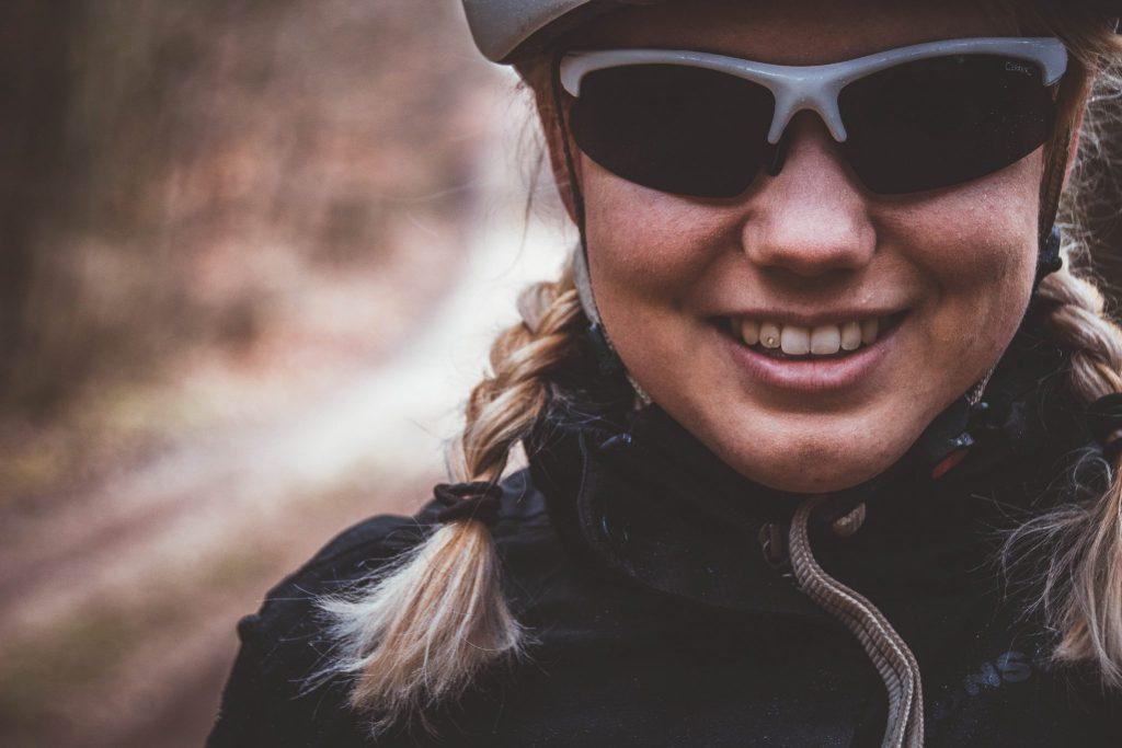 Kontaktlinsen und Sportbrille beim Radfahren - Fahrradbrille für Brillenträger