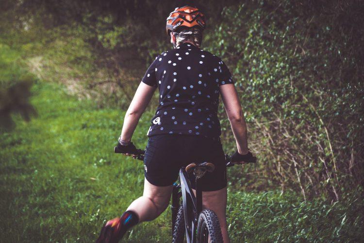 Unterschiede von Radhosen für Frauen und Männer. Die Perfekte Radhose gegen Sitzschmerzen.