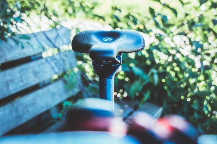 Wenn der Sattel richtig eingestellt ist, kannst du schmerzende Sitzknochen beim Radfahren verhindern.