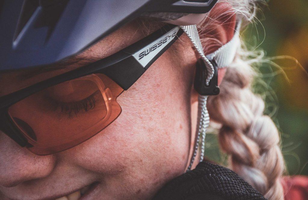 Moderne Fahrradhelme wie zum Beispiel die von Alpina können problemlos eingestellt werden.