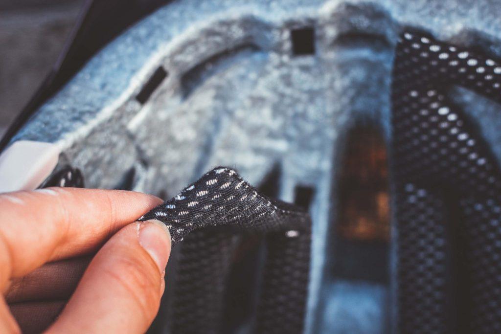 Viele Fahrradhelme haben herausnehmbare Polster zur besseren Reinigung und Pflege.