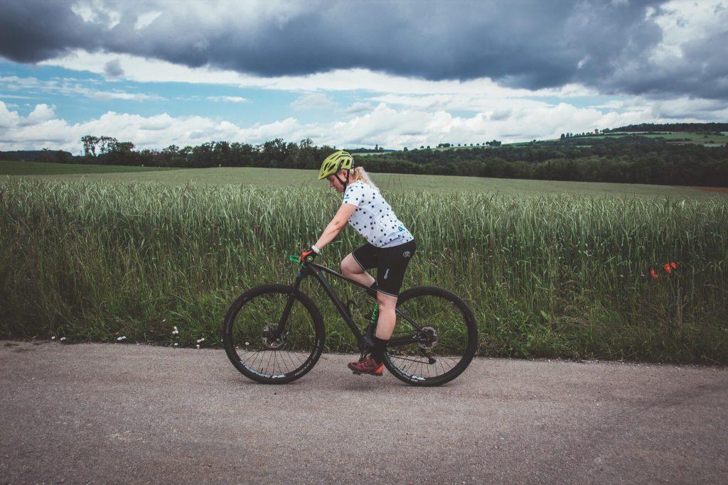 Fahrrad richtig einstellen und schmerzfrei Radfahren. So vermeidest du schmerzen beim Radfahren mit der richtigen Sattelhöhe.
