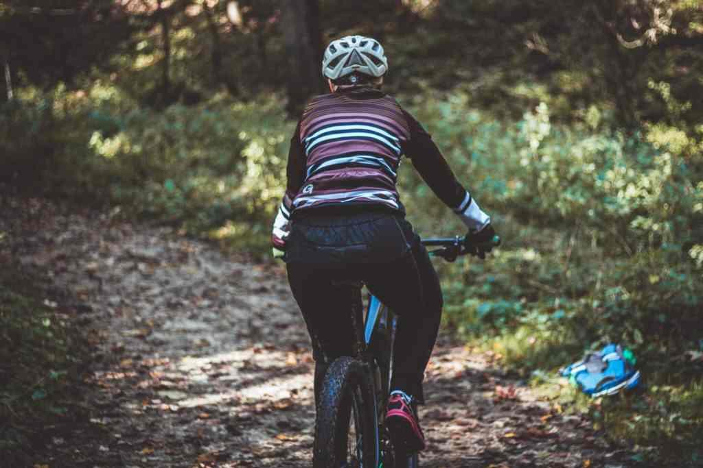 Die richtige Kleidung zum Radfahren im Herbst