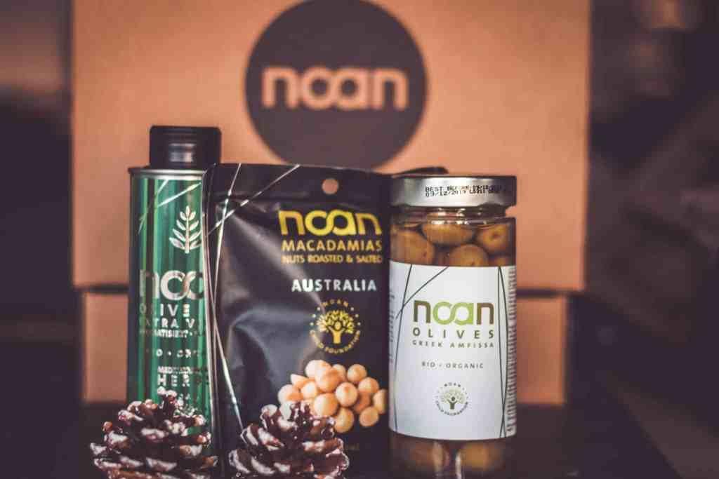 Tolles Geschenkset von Noan mit Olivenöl, Iliven und Macadamia Nüssen.