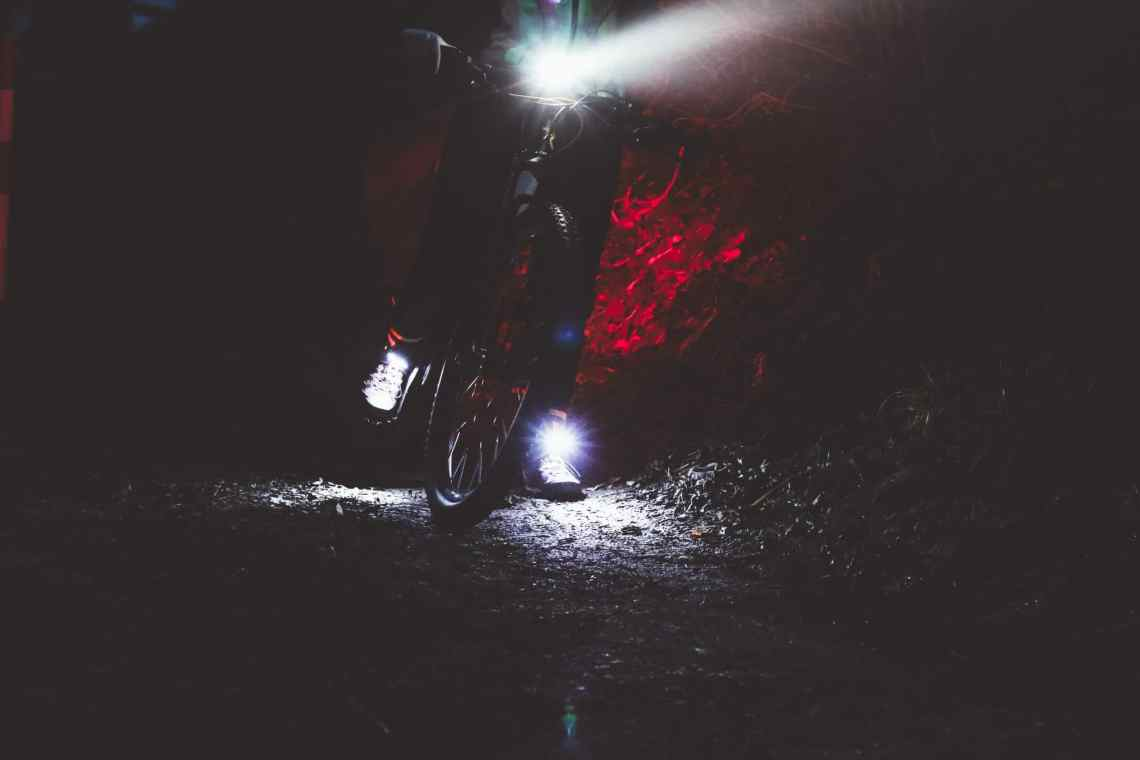 Radfahren im Dunkeln - Sicher mit dem Fahrrad bei Nacht mit der passenden Beleuchtung Night Runner 270 Night Tech Gear Germany