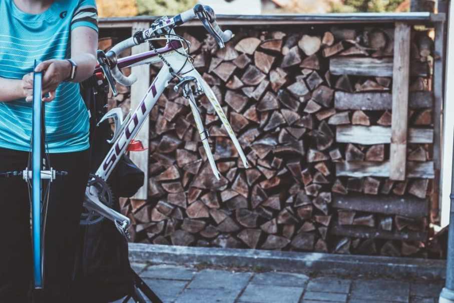 Felgenband am Rennrad Laufrad aufziehen