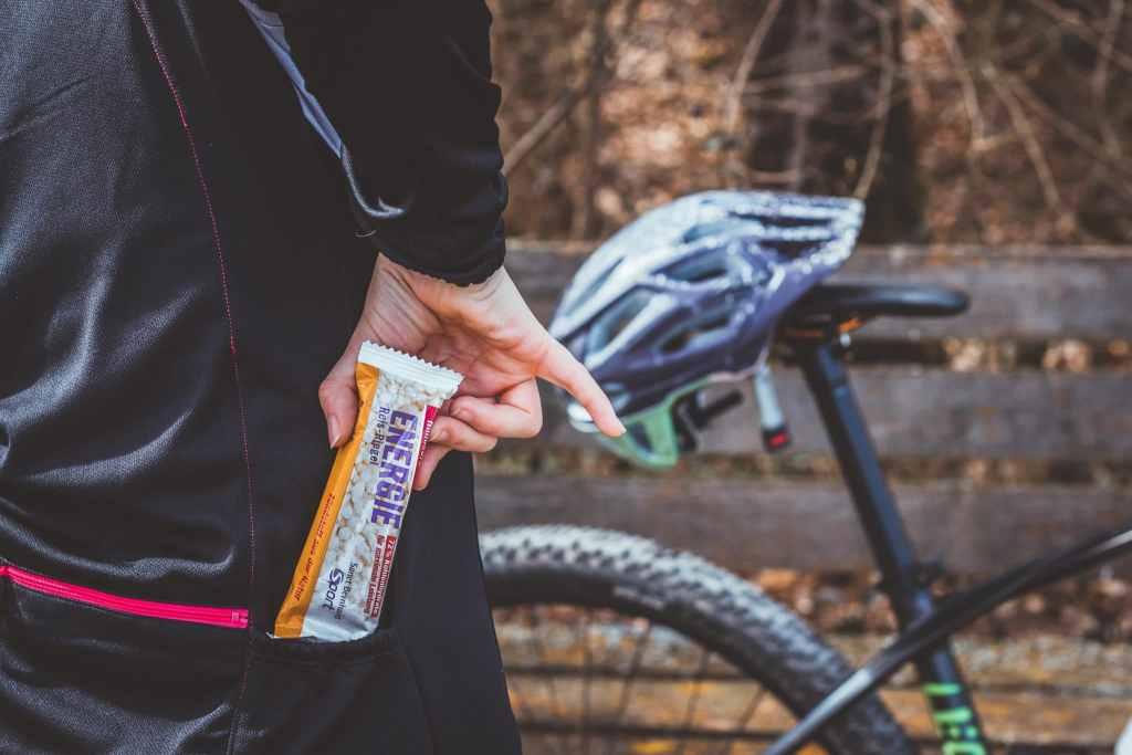 Reisriegel von Sanct Bernhard Sport sind ideal für die Ernährung wärhend der Radfahrt.