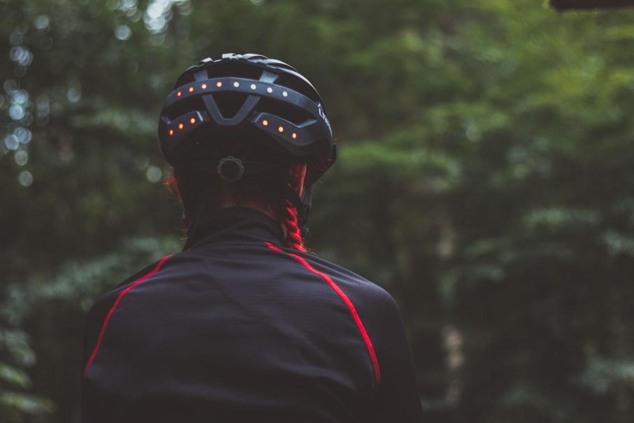 Smarter Fahrradhelm Radfahren Winter Beleuchtung