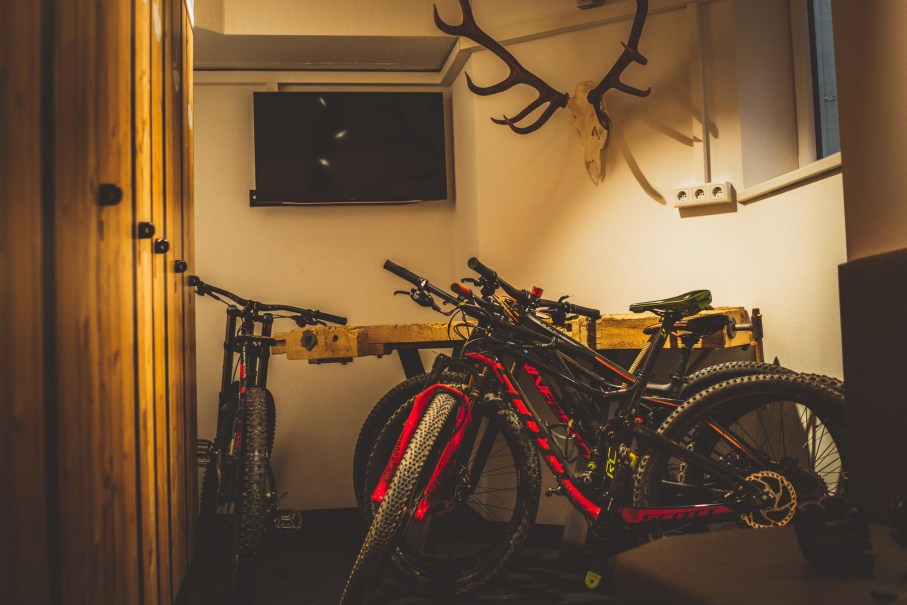 fahrradraum hotel saalbach hinterglemm