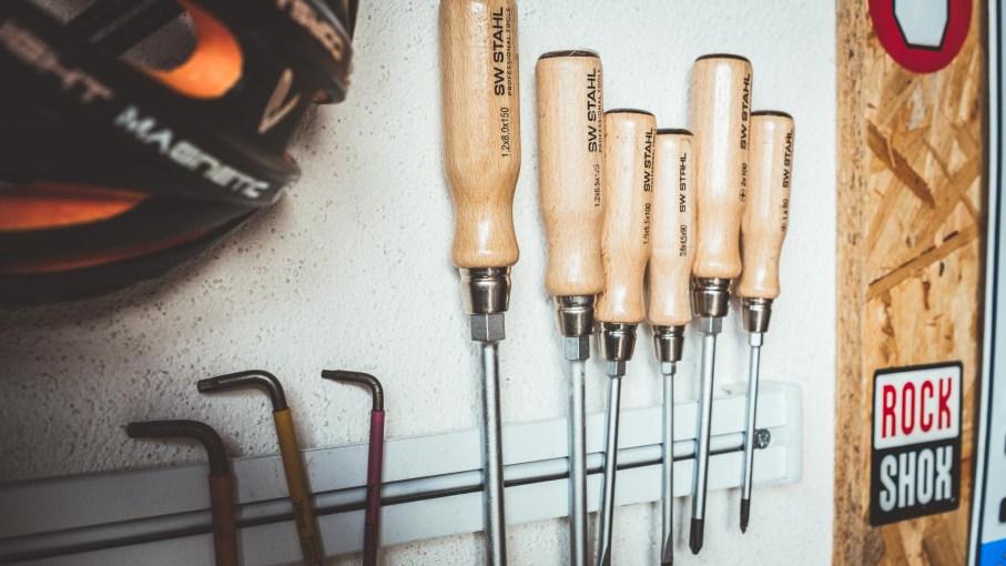 ordnung werkzeug fahrradequipment garage keller werkbank sw stahl 2