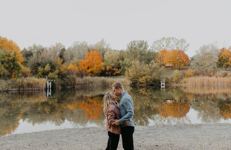 Verlobungsshooting im goldenen Herbst