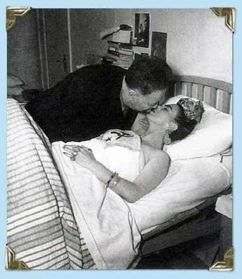 Diego Rivera kisses his wife Frida Kahlo at the ABC Hospital in Mexico City, 1950