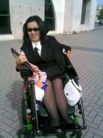 Foto de Raquel Rodrigues vestida com o traje académico.