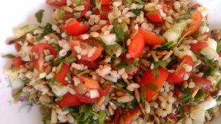 Sałatka z kaszy bulgur czyli jak zrobić tabbouleh