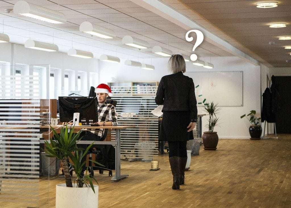 Julehygge pranks nisseleg på kontoret