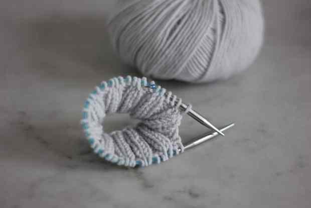 Apprendre à tricoter en rond - Mini-aiguilles - Blog tricot