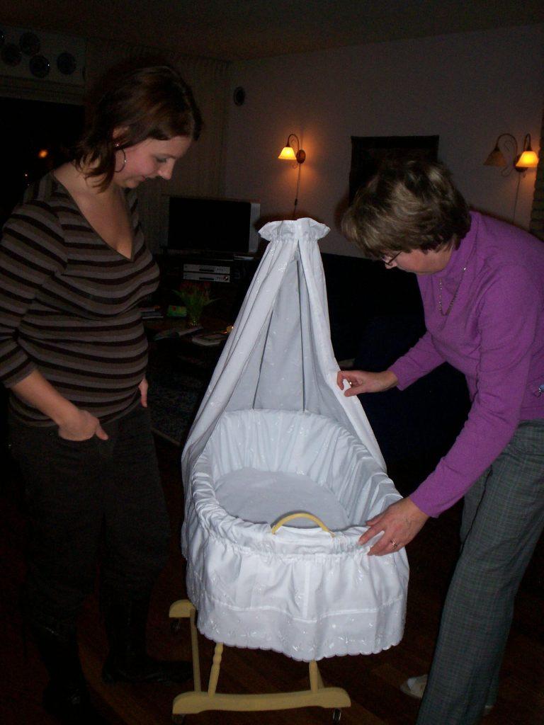 baby babykamer wieg bekleden ledikant zwangerschapsdagboek