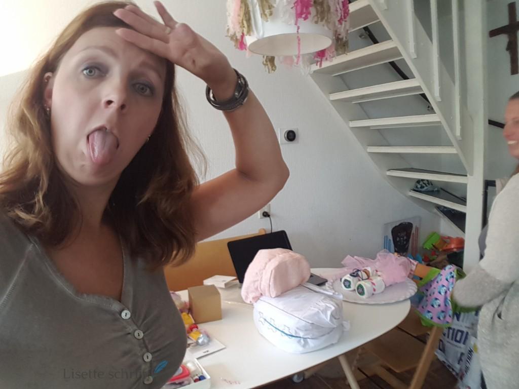 diy luiertaart kinderwagen is lastig om te maken voor een babyshower Lisette Schrijft