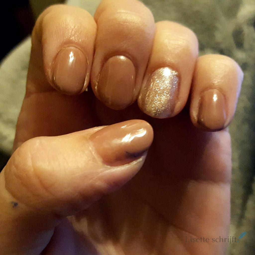 gellak op de eigen nagel Lisette Schrijft